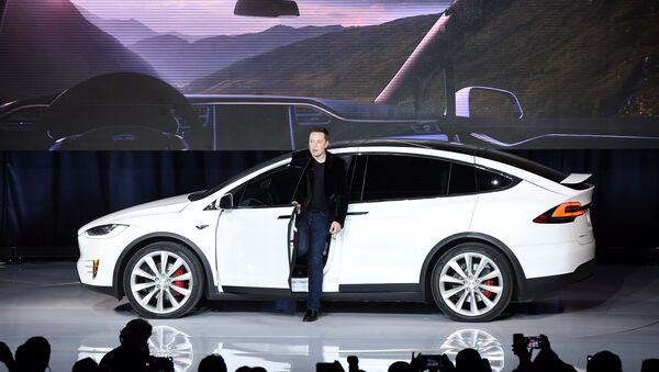 Elon Musk, CEO of Tesla Motors Inc., introduces the Model X car at the company's headquarters Tuesday, Sept. 29, 2015, in Fremont, California, US. - Sputnik International