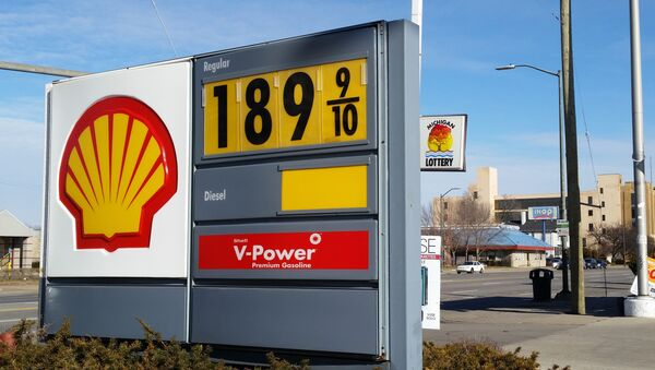 A sign shows the price of gasoline at a Shell station near downtown Detroit on Thursday, Jan. 1, 2015. - Sputnik International