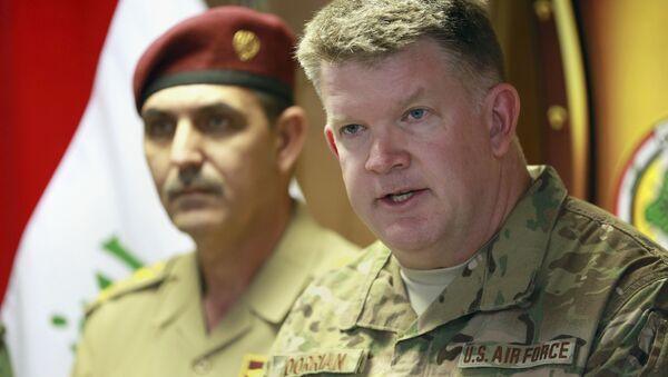 Col. John Dorrian, right, a U.S. spokesman for the coalition, speaks during a press conference with Brig. Gen. Yahya Rasool, an Iraqi military spokesman in Baghdad, Iraq, Tuesday, April 11, 2017 - Sputnik International