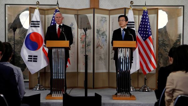 U.S. Vice President Mike Pence speaks beside acting South Korean President and Prime Minister Hwang Kyo-ahn during a news conference in Seoul, South Korea, April 17, 2017 - Sputnik International