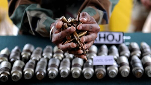 Indian army officials display arms and ammunition at Handwara in north Kashmir some 80 km from Srinagar on May 9,2011 - Sputnik International