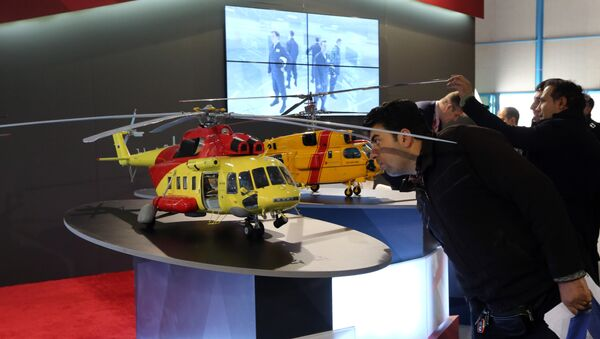 An Iranian man looks at model of a helicopter at the stand of the Russian company Rostec on December 22, 2015 during the Russia National Industrial Exhibition in Tehran - Sputnik International