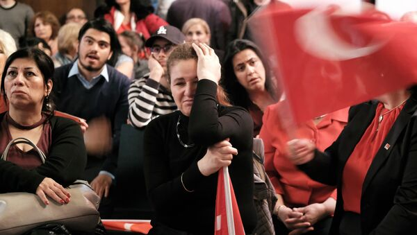 People react on election results during an election party of the Republican People's Party (Cumhuriyet Halk Partisi, CHP) in Berlin, on April 16, 2017 - Sputnik International
