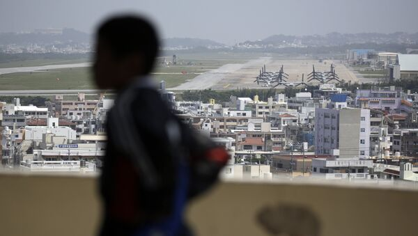 A child looks at the U.S. Marine Corps Futenma Air Station and the surrounding area from an observation deck at a park in Ginowan, Okinawa Prefecture on southern Japan. - Sputnik International