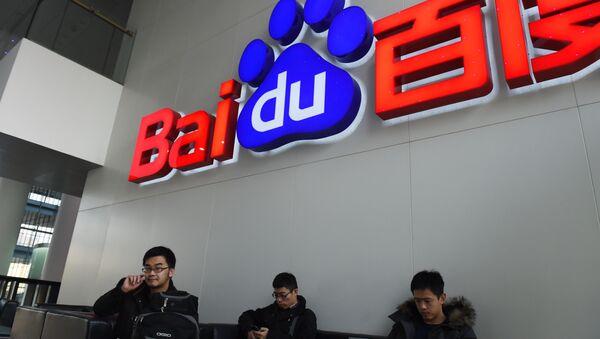 People sit below a Baidu logo at the Baidu headquarters in Beijing on December 17, 2014. - Sputnik International