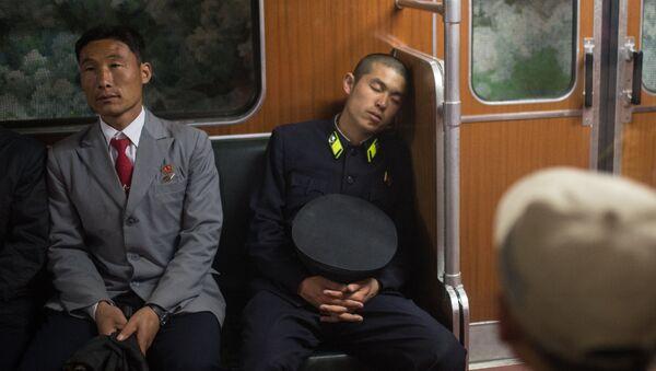 Tired subway passengers - Sputnik International