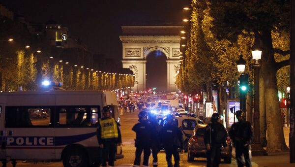 Police seal off the Champs Elysees avenue in Paris, France, after a fatal shooting in which a police officer was killed along with an attacker, Thursday, April 20, 2017. - Sputnik International