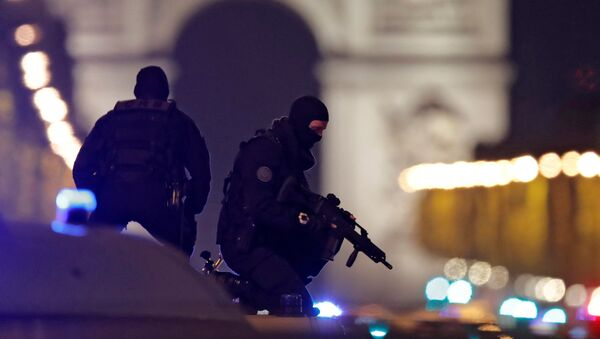 Masked police stand on top of their vehicle on the Champs Elysees Avenue after a policeman was killed and two others were wounded in a shooting incident in Paris, France, April 20, 2017. - Sputnik International