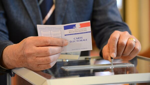 A man votes at a polling station in Paris in the first round of the French presidential election - Sputnik International