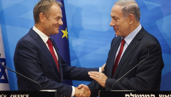 Israeli Prime Minister Benjamin Netanyahu, right, shakes hands with European Council President Donald Tusk during their meeting at the prime minister's office in Jerusalem on Tuesday, Sept. 8, 2015. Tusk is on an official visit to the region. - Sputnik International
