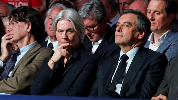 rancois Fillon, former French Prime Minister, member of the Republicans political party and 2017 French presidential election candidate of the French centre-right, and his wife Penelope attend a political rally in Paris, France, April 9, 2017 - Sputnik International