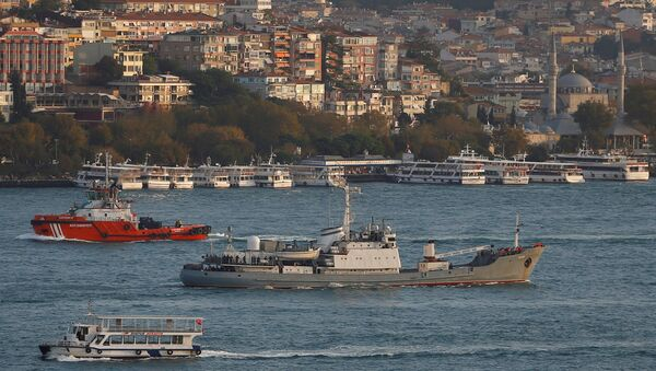 Russian Navy's reconnaissance ship Liman of the Black Sea fleet sails in the Bosphorus, on its way to the Mediterranean Sea, in Istanbul, Turkey, October 21, 2016 - Sputnik International