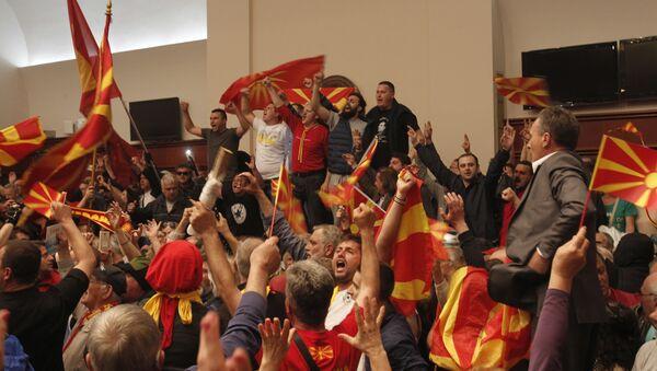 Protestors shout after entering into the parliament building in Skopje, Macedonia, Thursday, April 27, 2017. - Sputnik International