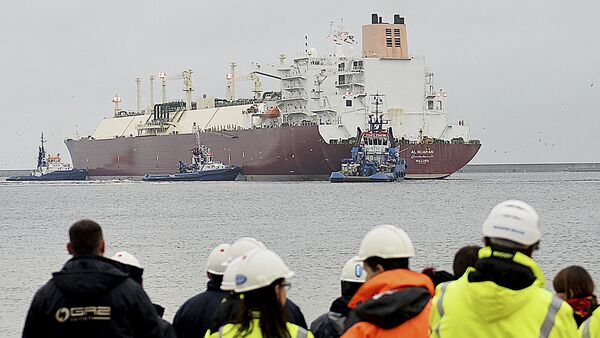 In this file photo taken Dec. 11, 2015 at the Baltic port of Swinoujscie, Poland, the giant liquefied natural gas tanker Al Nuaman, carrying some 200,000 cubic meters of liquefied gas from Qatar, arrives in Swonoujscie, the first delivery to the freshly-built LNG terminal, as Poland seeks to cut its dependence on gas deliveries from Russia - Sputnik International