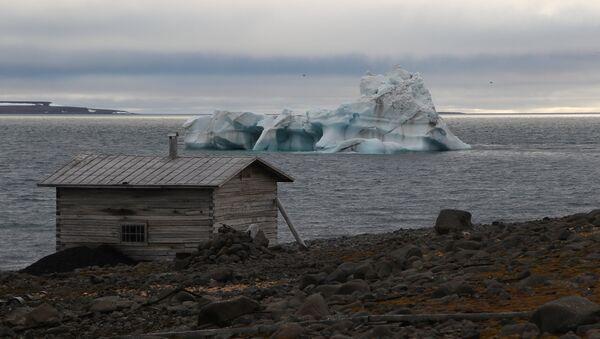 A wooden hut on the coast of the Tikhaya Bay, Hooker Island, Franz Josef Land archipelago. - Sputnik International