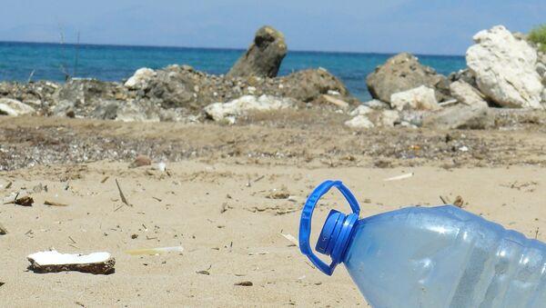 Plastic bottle on a beach. File photo. - Sputnik International