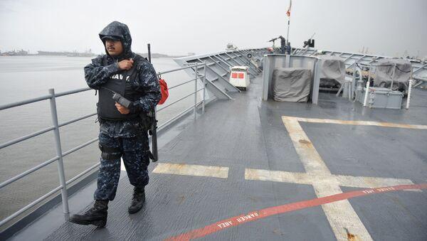 An US Navy officer walks on deck at the USS cruiser Vella Gulf missile cruiser. (File) - Sputnik International