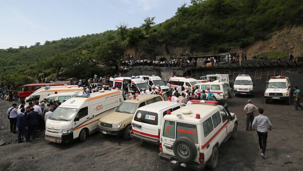 Rescue workers gather at the scene following an explosion in a coal mine in Azadshahr, in northern Iran, leaving dozens of miners trapped on May 3, 2017 - Sputnik International