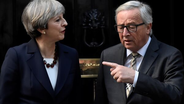 Britain's Prime Minister Theresa May welcomes Head of the European Commission, President Jean-Claude Juncker to Downing Street in London, Britain April 26, 2017. - Sputnik International