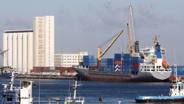 (File) A cargo ship docks at the port of the Libyan capital Tripoli on February 16, 2012 - Sputnik International