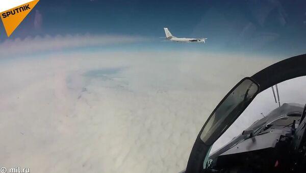 Tu-95 Bear Strategic Bombers' Practice Exercise - Sputnik International