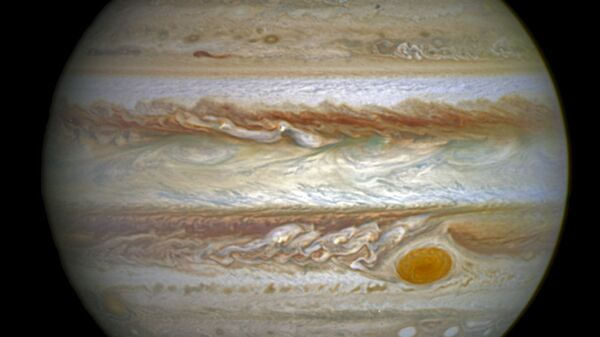 This composite image provided by NASA on Thursday, June 30, 2016 shows auroras on the planet Jupiter. This image produced by NASA using a photograph captured by the Hubble Space Telescope in spring 2014, and ultraviolet observations of the auroras in 2016. - Sputnik International