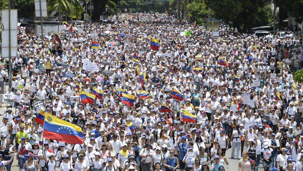 Venezuelan opposition activists take part in a women's march aimed to keep pressure on President Nicolas Maduro, whose authority is being increasingly challenged by protests and deadly unrest, in Caracas - Sputnik International