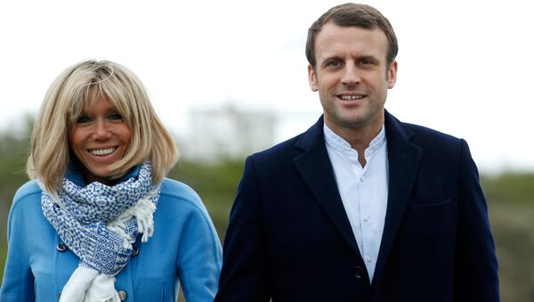Emmanuel Macron and his wife Brigitte Trogneux pose for the photograph in Le Touquet, France, April 22, 2017, on the eve of the first round of presidential election. - Sputnik International