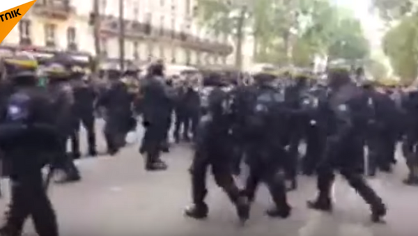 Violent Clashes Erupt in Paris Following Macron Win - Sputnik International
