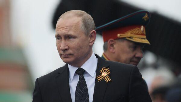 Russian President Vladimir Putin and Defense Minister Sergei Shoigu - Sputnik International
