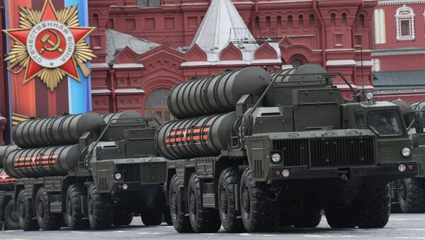 An S-400 Triumf air defense missile system, seen here during the military parade in Moscow marking the 72nd anniversary of the victory in the Great Patriotic War of 1941-1945. - Sputnik International