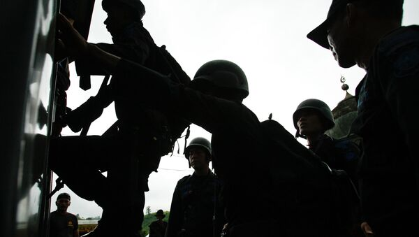Policemen board a truck during a search for suspected Jemaah Islamiyah members in Aceh Besar, Aceh province - Sputnik International