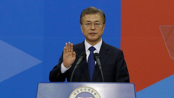 Newly elected South Korean President Moon Jae-in takes an oath during his inauguration ceremony at the National Assembly in Seoul, South Korea, May 10, 2017. - Sputnik International