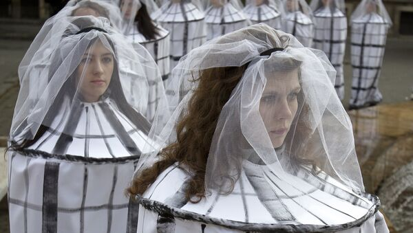 Students dressed as caged brides to raise awareness to the risks of human trafficking and sexual exploitation - Sputnik International