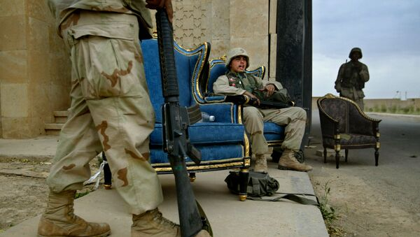 U.S. Marines, using luxurious armchairs, man one of the entrances to Saddam Hussein's presidential palace compound in the northern Iraqi town of Tikrit, Tuesday April 15, 2003 - Sputnik International
