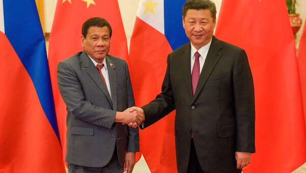 Chinese President Xi Jinping (R) shakes hands with Philippines President Rodrigo Duterte prior to their bilateral meeting during the Belt and Road Forum, at the Great Hall of the People in Beijing, China May 15, 2017. - Sputnik International