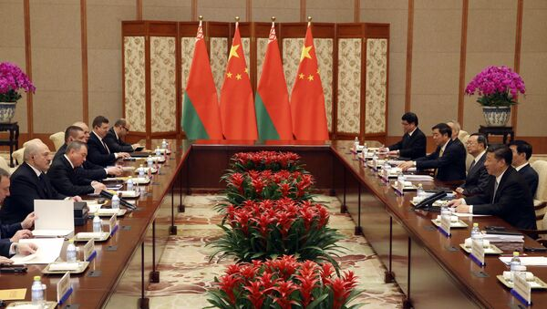 Belarus President Alexander Lukashenko, left, and Chinese President Xi Jinping, right, attend a bilateral meeting at Diaoyutai State Guesthouse in Beijing, Tuesday, May 16, 2017. - Sputnik International