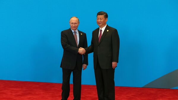 Chinese President Xi Jinping shake hands with Russian President Vladimir Putin as they attend the welcome ceremony at Yanqi Lake during the Belt and Road Forum, in Beijing, China, May 15, 2017. - Sputnik International