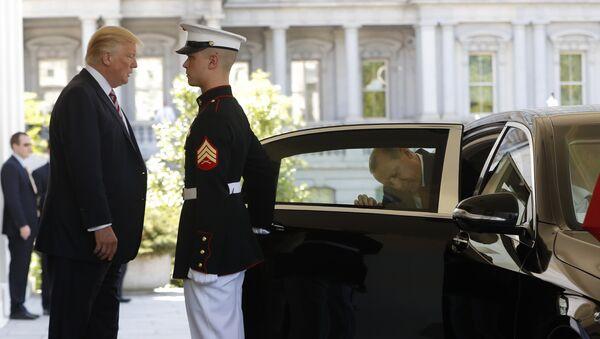 President Donald Trump watches Turkish President Recep Tayyip Erdogan get into his vehicle - Sputnik International