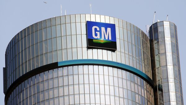The General Motors logo on the world headquarters building in Detroit, Michigan. - Sputnik International