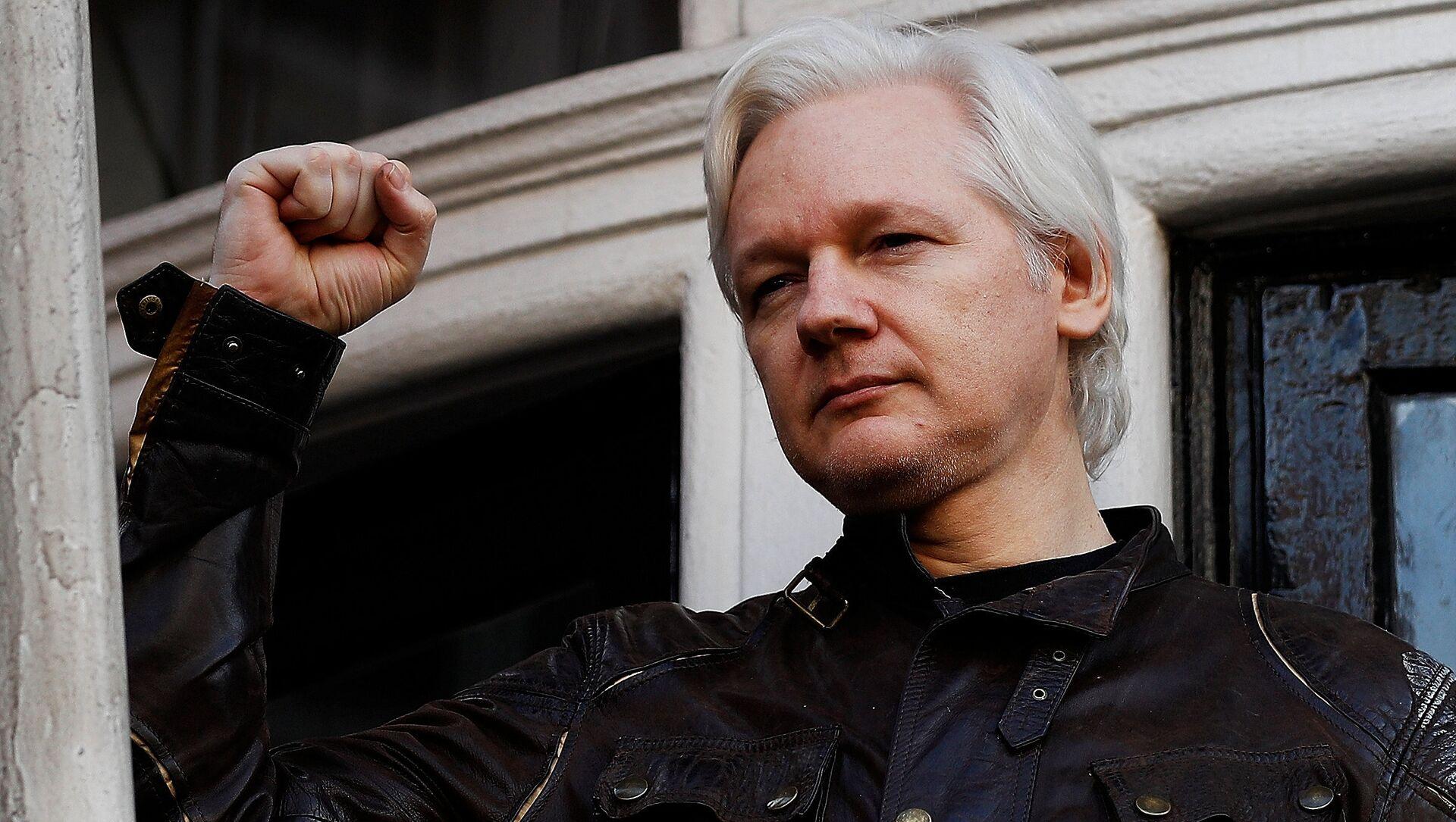 WikiLeaks founder Julian Assange is seen on the balcony of the Ecuadorian Embassy in London, Britain, May 19, 2017 - Sputnik International, 1920, 29.06.2021