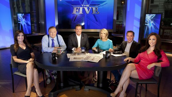 Bob Beckel, seated second from left on the set of Fox News show The Five - Sputnik International