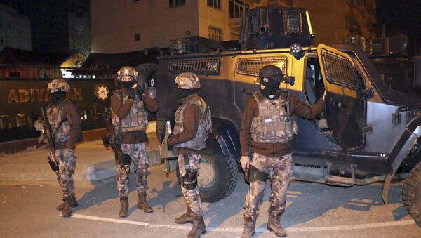 Turkish anti-terrorism police stand by their armoured vehicle during an operation to arrest people over alleged links to the Islamic State group, in Adiyaman, southeastern Turkey, early Sunday, Feb. 5, 2017 - Sputnik International