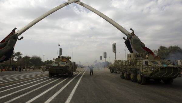 Iraqi army military vehicles march under the victory Arch landmark during a parade to mark the 91st Army Day in Baghdad on January 6, 2012, weeks after US troops completed their pullout - Sputnik International