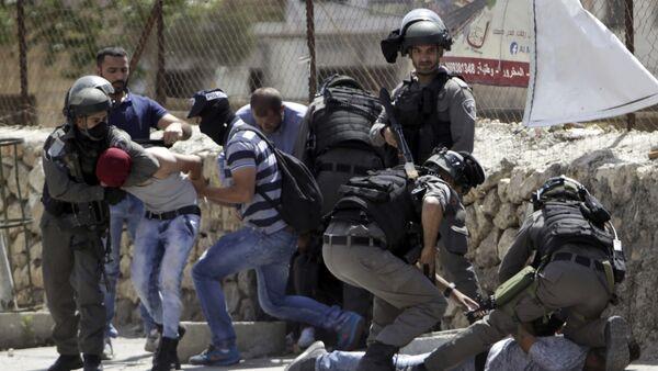 Israeli security forces arrest a Palestinians during clashes in Bethlehem, West Bank, Friday, May 19, 2017 - Sputnik International