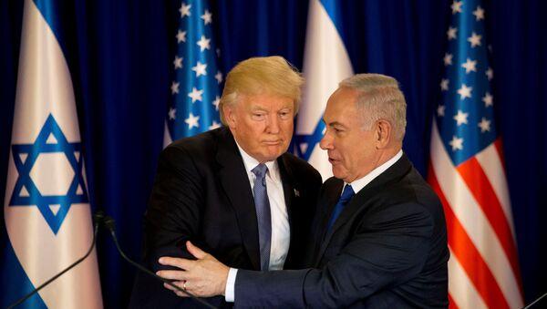 U.S. President Donald Trump and Israel's Prime Minister Benjamin Netanyahu shake hands as they deliver remarks before a dinner at Netanyahu's residence in Jerusalem May 22, 2017 - Sputnik International