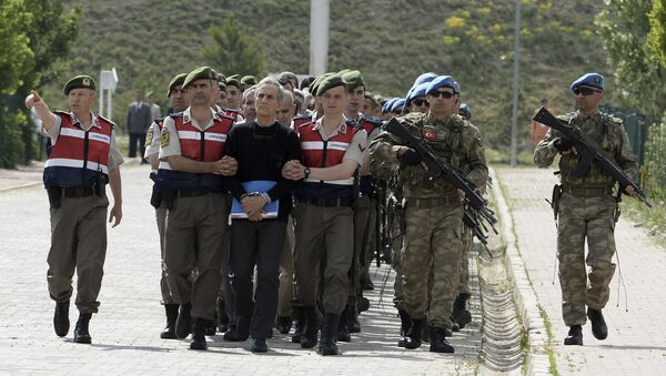 Paramilitary police officers and commandos escort the alleged main ringleaders of last summer's failed military coup before their trial at a courthouse in the outskirts of Ankara, Turkey, Monday, May 22, 2017. Paramilitary police officers and commandos escort the alleged main ringleaders of last summer's failed military coup before their trial at a courthouse in the outskirts of Ankara, Turkey, Monday, May 22, 2017. The black-shirted man in front is Akin Ozturk, former Turkish Air Force commander and suspected coup mastermind. - Sputnik International