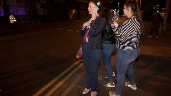 Concert goers react after fleeing the Manchester Arena in northern England where U.S. singer Ariana Grande had been performing in Manchester - Sputnik International