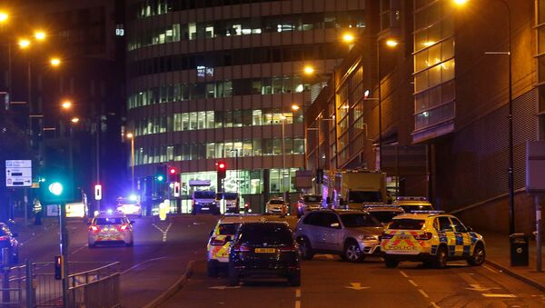 Vehicles are seen near a police cordon outside the Manchester Arena, where U.S. singer Ariana Grande had been performing, in Manchester, northern England, Britain, May 23, 2017. - Sputnik International