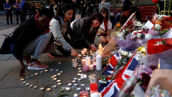 Women light candles for the victims of the Manchester Arena attack, in central Manchester, May 23, 2017. - Sputnik International